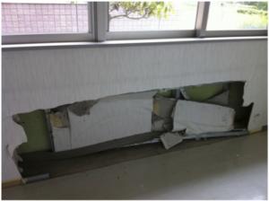 津波によって破壊された外来待合室の壁