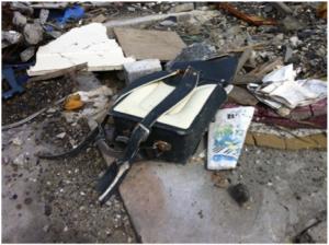 住宅地の瓦礫の中で見つかった、ランドセルと音楽の教科書